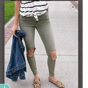 Grace and Lace Distressed Jeggings